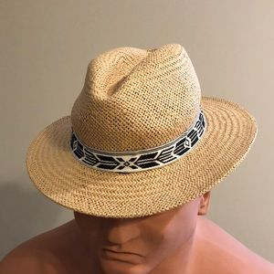 NEW W/ TAG - S/M GAP straw hat with b/w band